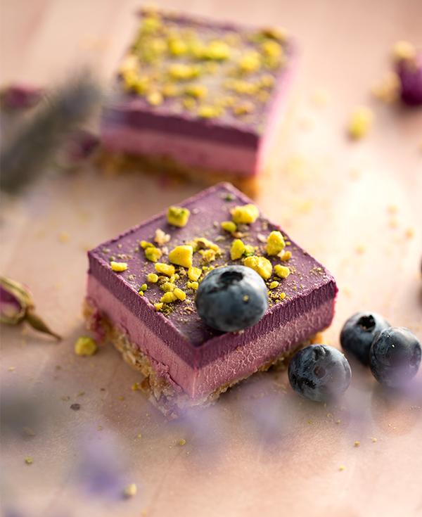raw-cake-framboise-myrtille